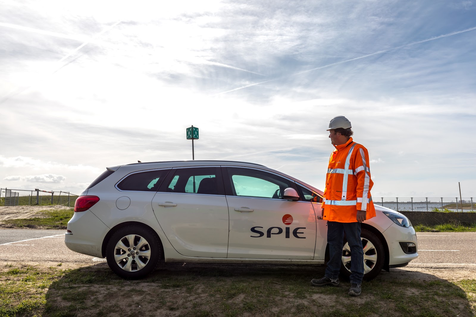 SPIE employee and car